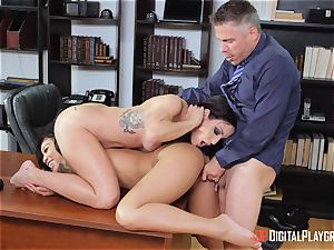 impatient cunts Kissa and honey arch over for Micks knob