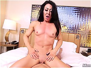 fledgling muscle milf getting poked in the bum