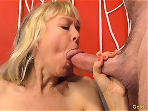 Mature fingers Her labia and Receives a boinking