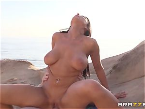 Romi Rain luvs super-steamy sex on the beach